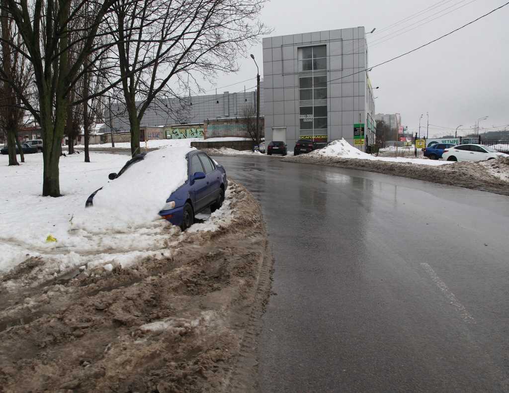 Приступить к утилизации: брошенные автомобили в Воронеже будут вывозить и ликвидировать