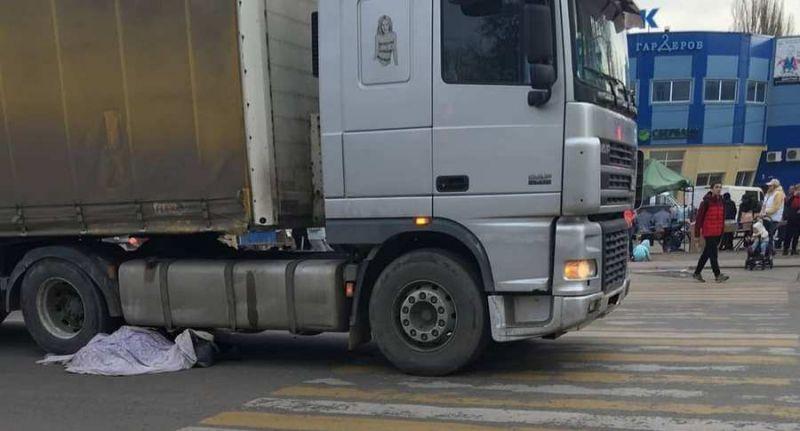В Воронеже грузовик сбил насмерть пожилую женщину