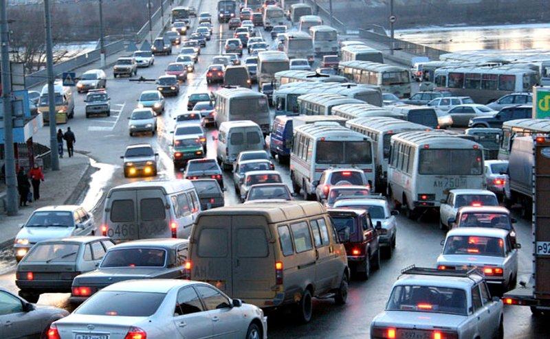 Семикилометровая пробка из-за пяти аварий образовалась на выезде из Воронежа
